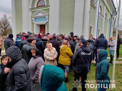 Конфлікт між вірянами на Буковині: поліція врегульовує ситуацію