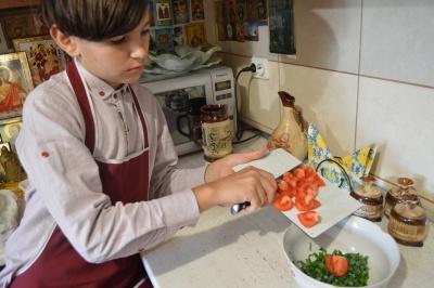 Юний дослідник з Буковини поділився корисними рецептами страв з черемші