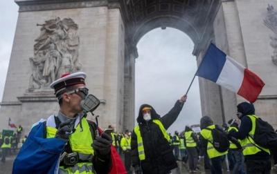 У Франції поліція застосувала сльозогінний газ проти «жовтих жилетів»