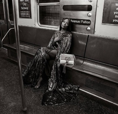Без білизни: Наомі Кемпбел знялася для бренду Valentino