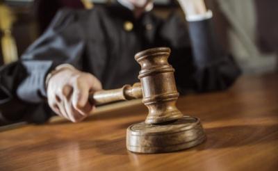 На Буковині чоловік згвалтував власну малолітню дочку: як його покарали