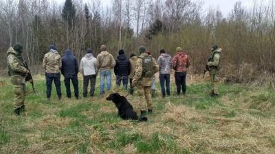 На Буковині біля кордону затримали 9 осіб, яких підозрюють у контрабанді