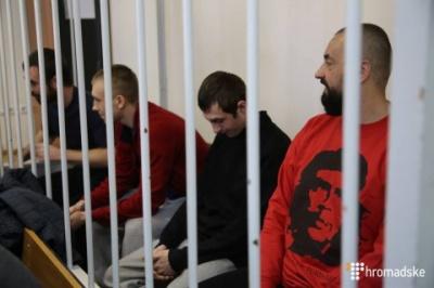 У Москві суд продовжив арешт захопленим у полон українським морякам
