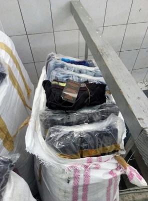 На Буковині митники затримали масштабну партію джинсів, які везли з Румунії