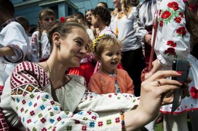 С  'появилось официальное промо Всемирного дня вышиванки, начатого в Черновцах - видео