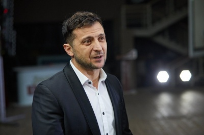 Зеленський хоче обкласти податками українських заробітчан