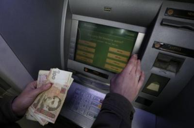 """НБУ зафіксував просідання гривні після рішення суду щодо """"Приватбанку"""""""