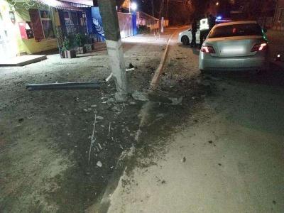 У Чернівцях нетверезий водій врізався в електроопору: тест показав понад 2 проміле алкоголю - фото