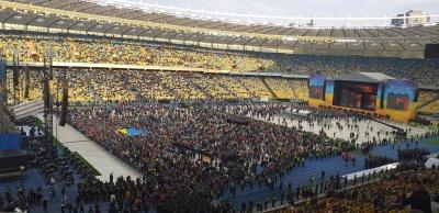 Стадіон так стадіон. Як пройшли дебати на «Олімпійському» – репортаж МБ