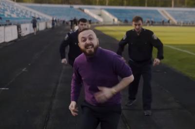 Репер Бук з Чернівців зняв кліп про «стометровий хей» для влади – відео