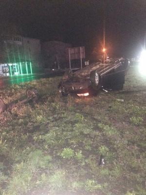Нічна ДТП у Мамаївцях: п'яна водійка Audi A6 протаранила дорожнє кільце, авто перекинулось