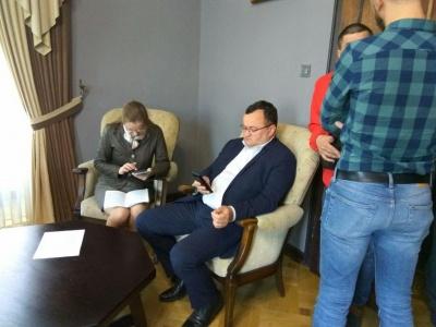 Каспрук прийшов до міськради і просить Продана покинути кабінет