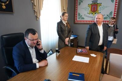 Продан звільнив кабінет мера Чернівців