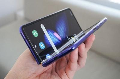 Samsung відкликає всі зразки смартфонів з гнучким екраном після повідомлень про дефекти