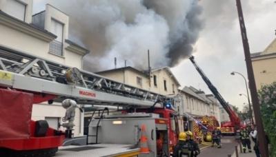 У Франції масштабна пожежа біля Версальського палацу