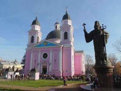 Коли у храмах Чернівців будуть освячувати Великодні кошики