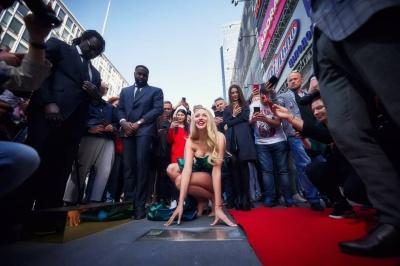 Оля Полякова отримала іменну зірку на Площі слави