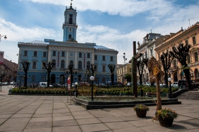 Демонтаж хреста у центрі Чернівців: у ратуші придумали, як уникнути вирішення проблеми