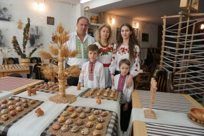 «Великодній кошик складаємо разом»: багатодітна сім'я буковинців розповіла про традиції на Пасху