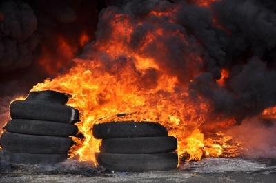 У Сокирянах заборонили спалювати автомобільні шини