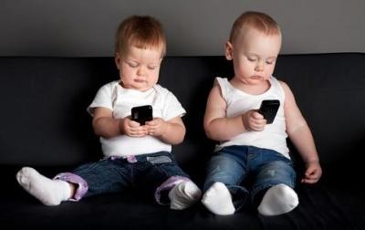 Уляна Супрун розповіла, скільки дітям можна сидіти перед телевізором та з телефоном