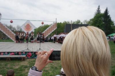 """""""Христос Воскрес! Воскресне Україна!"""": у Чернівцях святкували Великдень просто неба - фото"""