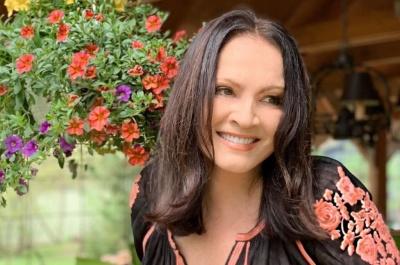 Софія Ротару порадувала шанувальників весняною фотосесією
