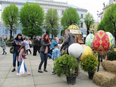 Туристичний бум: на Великдень Чернівці відвідали сотні гостей – фото