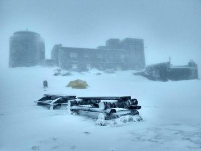 Карпати засипало мокрим снігом