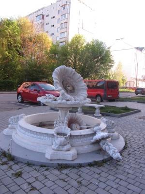 У Чернівцях вандали розбили фонтан у спальному районі – фото