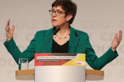 """У Німеччині голова партії Меркель підтримала будівництво """"Північного потоку-2"""""""