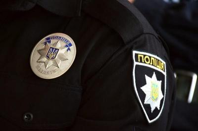 На Буковині підліток із мамою побили поліцейського