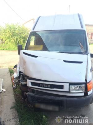У Новодністровську молодик викрав мікроавтобус