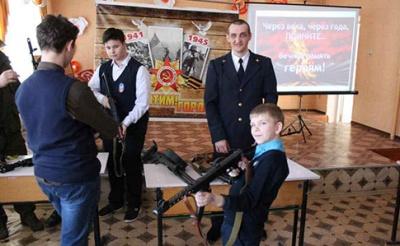 Правозахисники показали, як в «ДНР» дітей «готують до бойових дій»