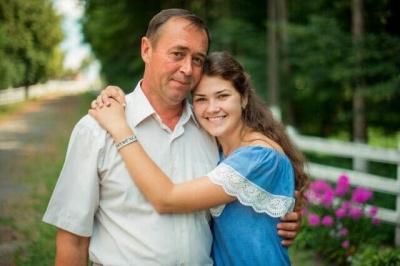 Студентка ЧНУ просить врятувати її батька: чоловікові потрібна дорога операція на серці