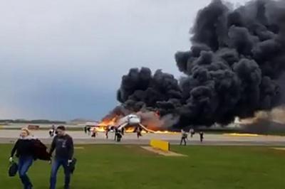 У Москві здійснив аварійну посадку палаючий літак. За попередніми даними загинули 13 осіб