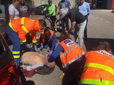 «Дідусь був без пульсу і не дихав»: двоє братів з Чернівців врятували чоловіка в Іспанії