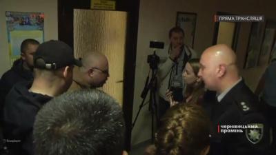 У Чернівцях група учасників АТО влаштувала пікет у приміщенні митниці