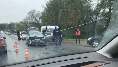 ДТП на трасі біля Чернівців: у водія черепно-мозкова травма – фото