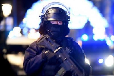 У Франції невідомий захопив магазин та погрожує застрелити заручників
