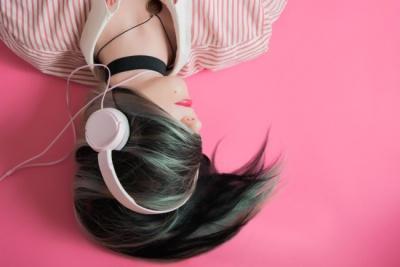 Як засинати під музику: корисні поради