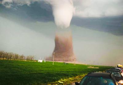 У Румунії прогнозують торнадо, оголосили крайній ступінь метеонебезпеки