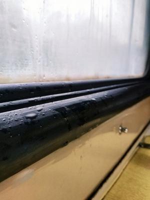 Тече дах і вікна: поїзд «Луцьк-Чернівці» потрапив у черговий скандал – відео