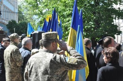 """У Чернівцях сотні жителів вшанували пам""""ять жертв Другої світової війни – фото"""