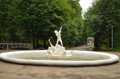 У Чернівцях у парку вандали двічі руйнували фонтан