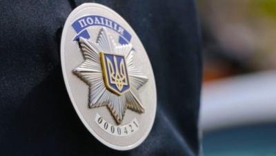 Вдарила в обличчя та пошкодила жетон: у Чернівцях жінка агресивно поводилася з поліцейськими