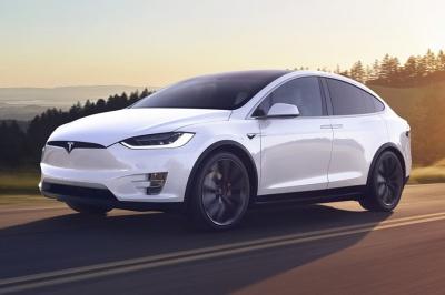 Скільки електрокарів Tesla зареєстровано на Буковині