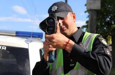 У Чернівцях патрульні почали використовувати радар TruCam на вулиці Героїв Майдану