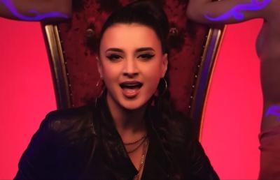 «Ціп-ціп»: співачка з Чернівців презентувала нову відверту відеороботу