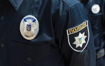 Двох поліцейських з Буковини звинувачують у побитті чоловіка на блокпості в Луганській області